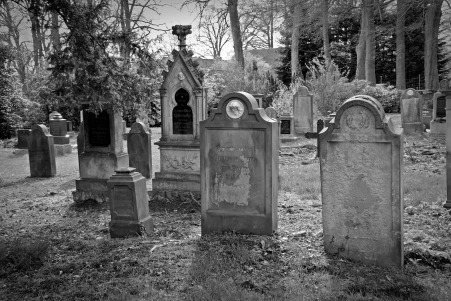 pix.tombstone-2254390_1920 (2)
